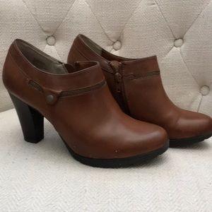 White Mountain short boots